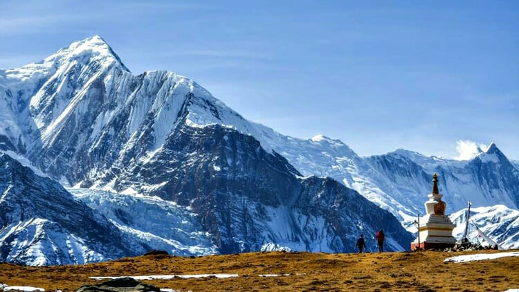 conquering mountains the guide to solo female travel